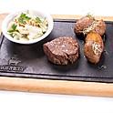 Bélszín steak Waldorf salátával, héjában sült burgonyával magyar bélszínből