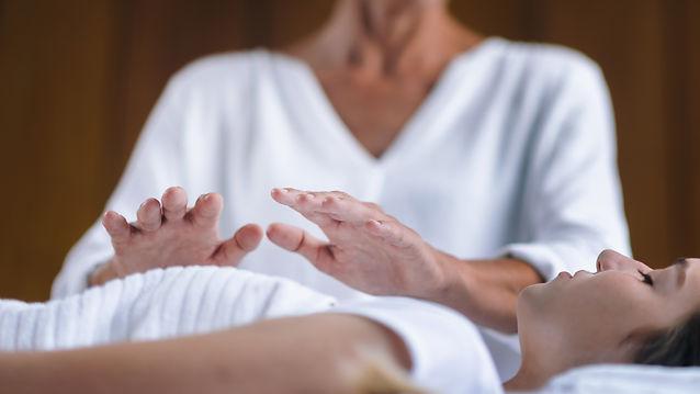 Professional Reiki healer doing Reiki tr
