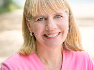 Outdoor headshots at Bryant Park | Kim Schmidtz with Cruise Planners