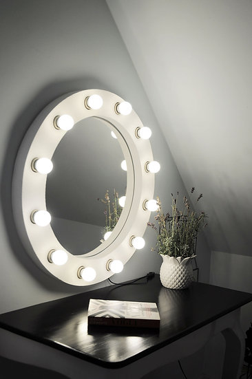 Round stage mirror 'Femme'