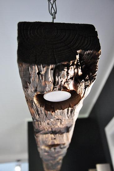 Lampa ze starej belki drewnianej