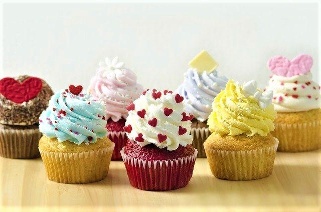 Différentes saveurs de cupcakes
