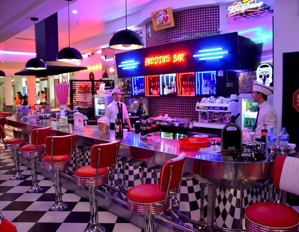 """Illustration d'un restaurant """"diner"""" américain typique"""