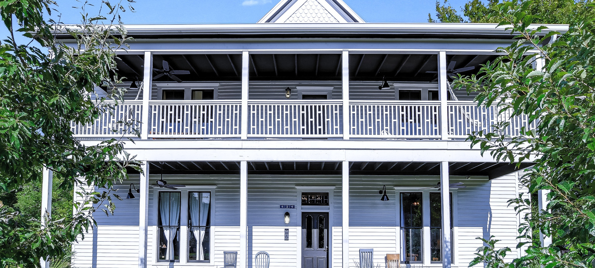 Ellison House is a Luxury Vacation & Event Venue in Lockhart, Texas set a few blocks north of the historic square.