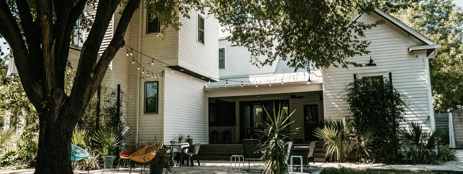 Ellison House is aLuxury Vacation & Event Venue in Lockhart, Texas set a few blocks north of the historic square.