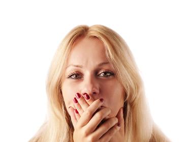 Sorridi e ti senti a disagio per i denti storti? La soluzione può essere anche invisibile!