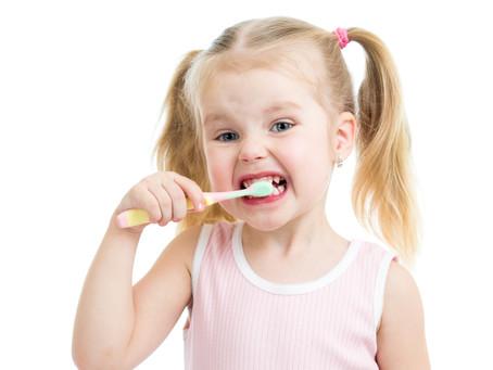 Come insegnare al bambino a lavarsi i denti