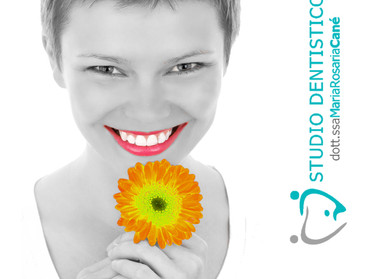 I denti ingialliti ti creano fastidio? Lo Sbiancamento Arcus può essere la tua soluzione.