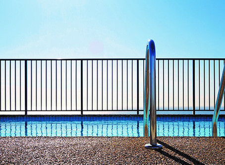 What to know about swimming pool fences