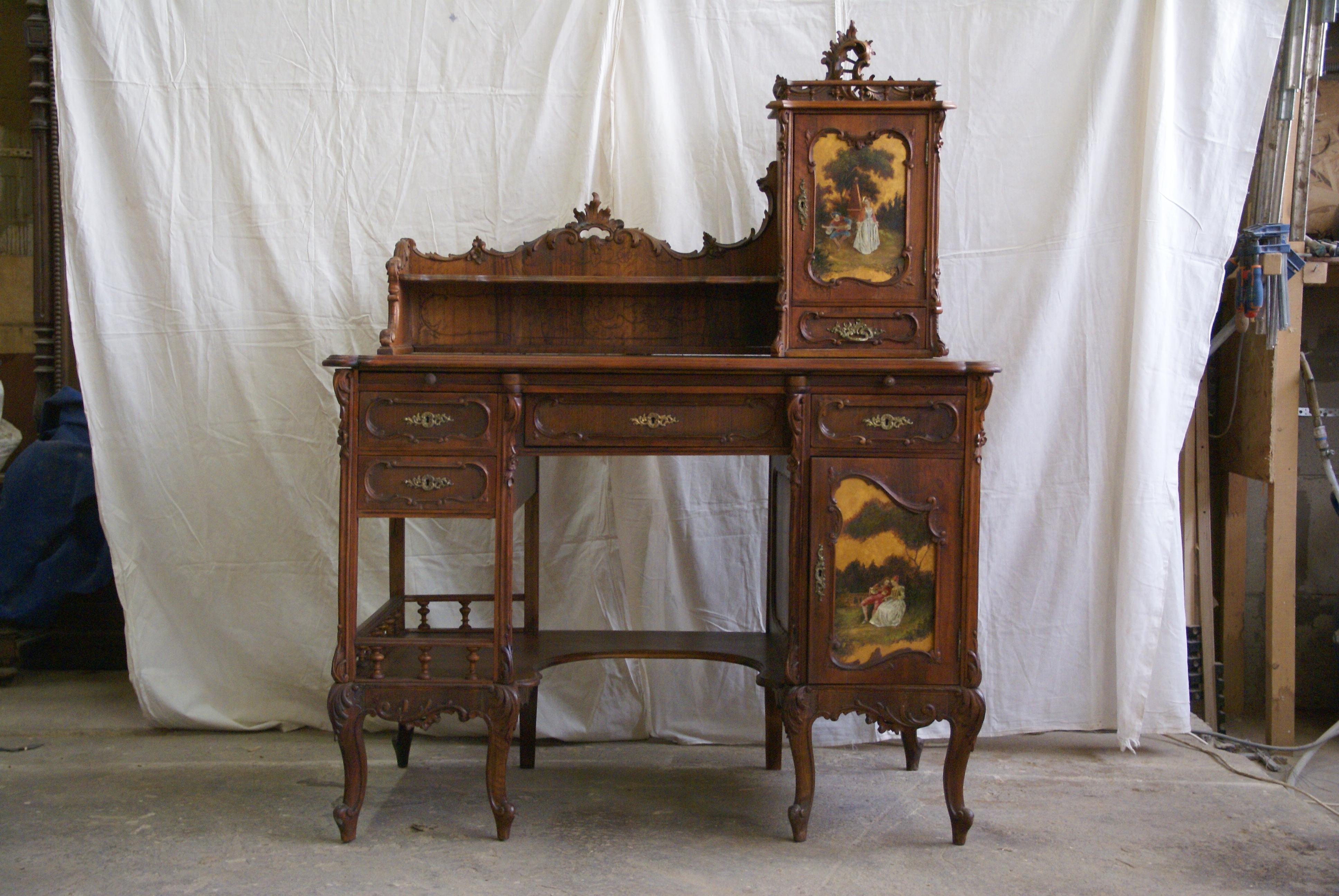 Письменный стол .