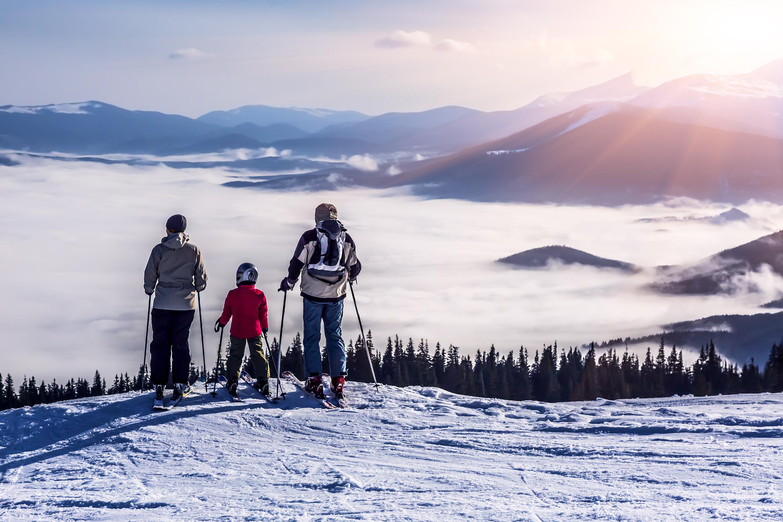 3 skier family