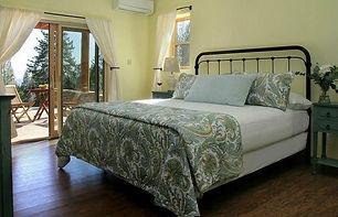 courtwood-inn-bedroom.jpg