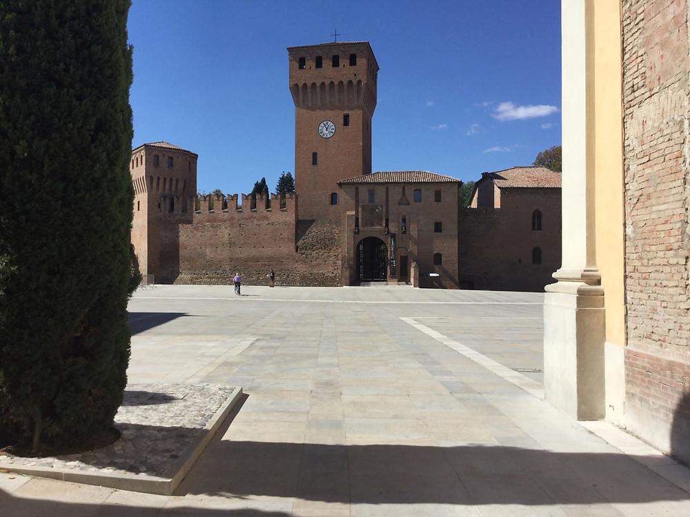 Piazza Repubblica, Formigine (the Castle in the background).