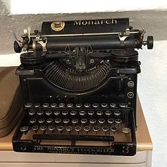 typewriter-816978_960_720.jpg