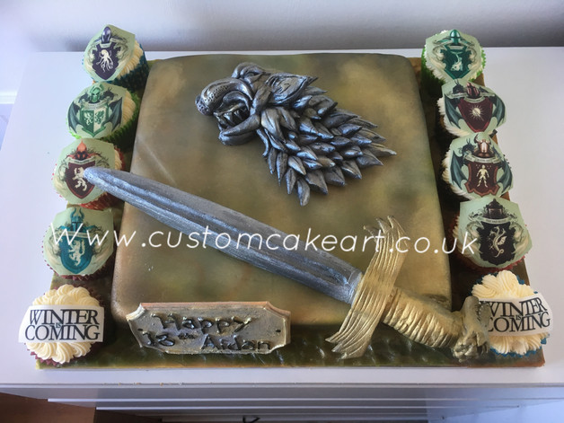 Game of thrones cupcakes and cake