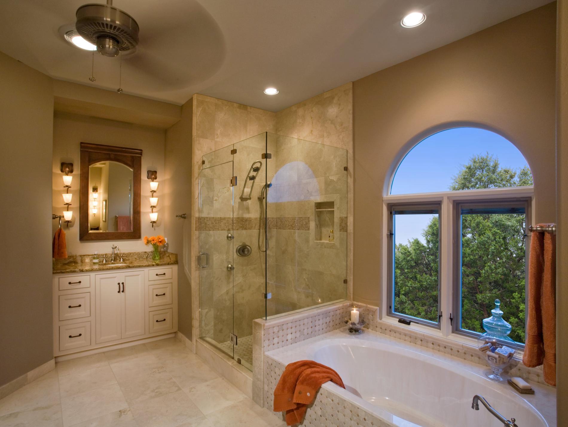 дизайн интерьера загородного дома ванна в мансарде.jpg