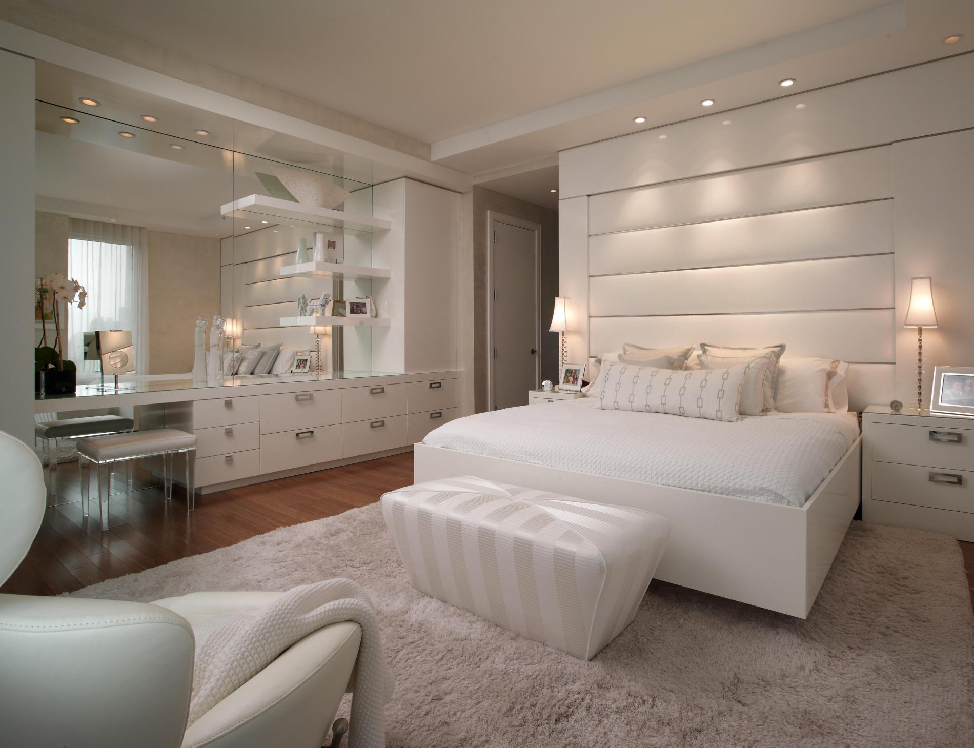 дизайн интерьера белой спальни.jpg
