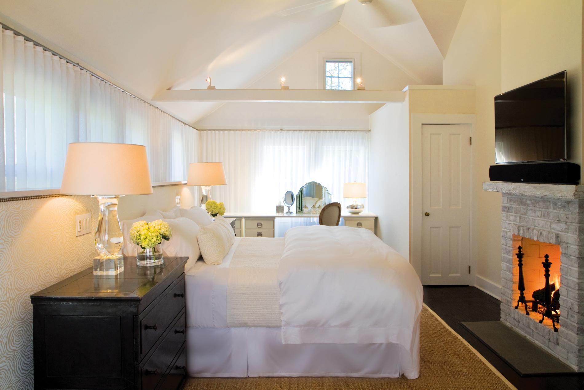 дизайн интерьера спальни в мансарде.jpg