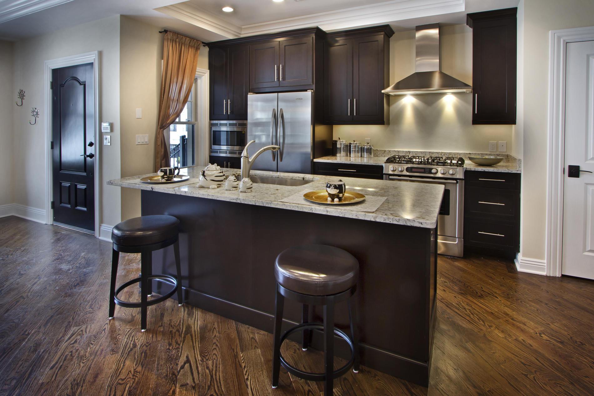 дизайн кухни в доме.jpg