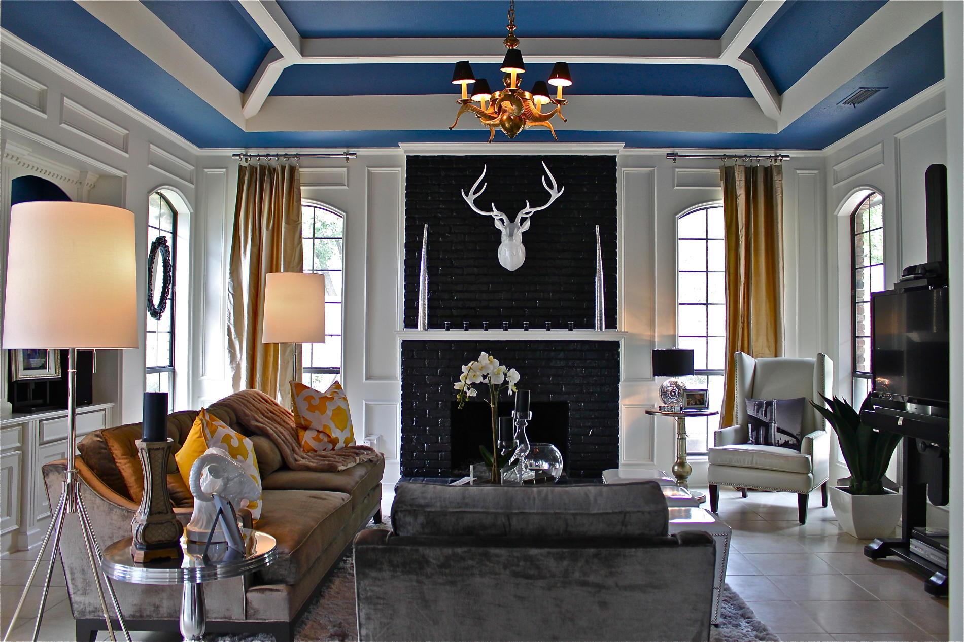 яркий дизайн интерьера гостиной.jpg