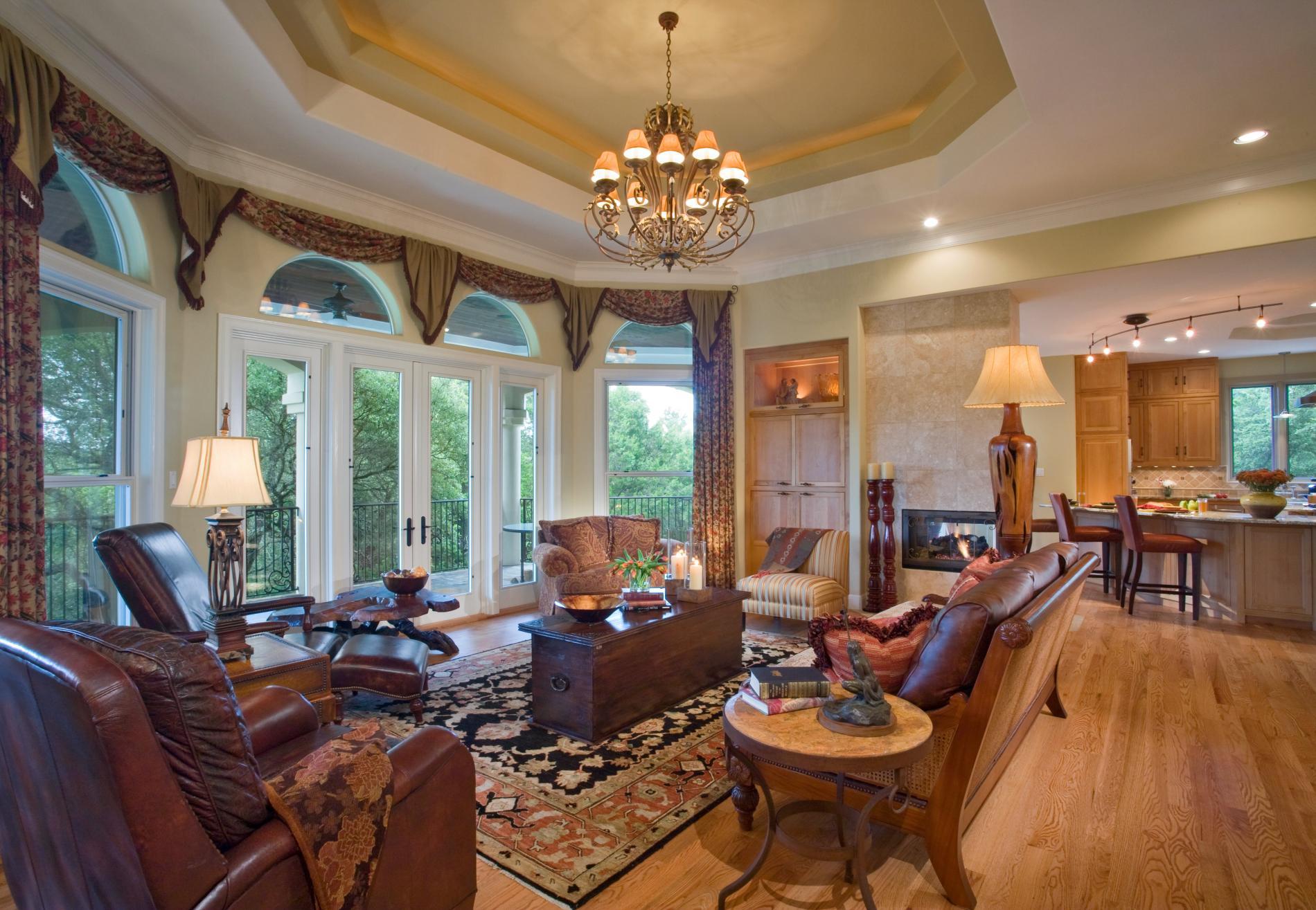 дизайн интерьера гостиной в загородном доме.jpg