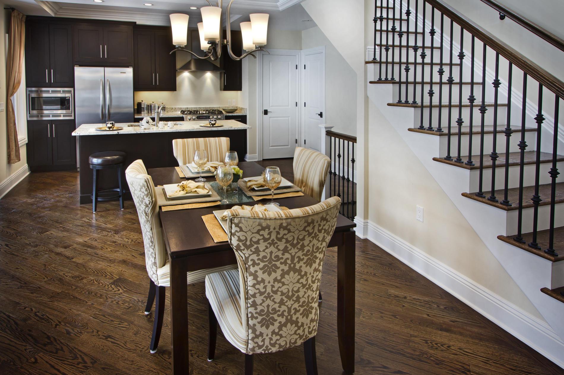 дизайн интерьера кухни в доме.jpg