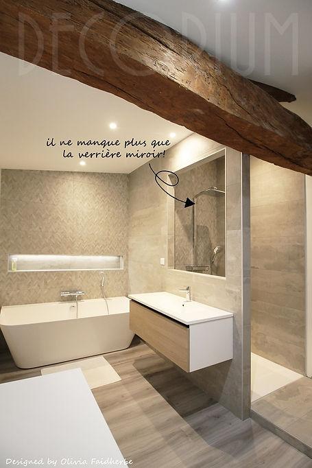 salle de bain baignoire et douche poutre apparente Decorium Olivia Faidherbe architecte d'