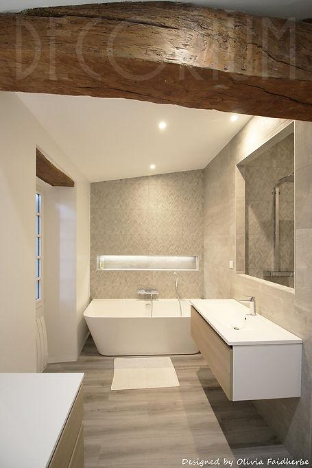 salle de bain poutre apparente Decorium Olivia Faidherbe architecte d'intérieur.jpg