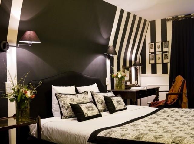Peinture_farrow_&_ball_noir_et_blanc-_décoration_intérieure_bordeaux.jpg