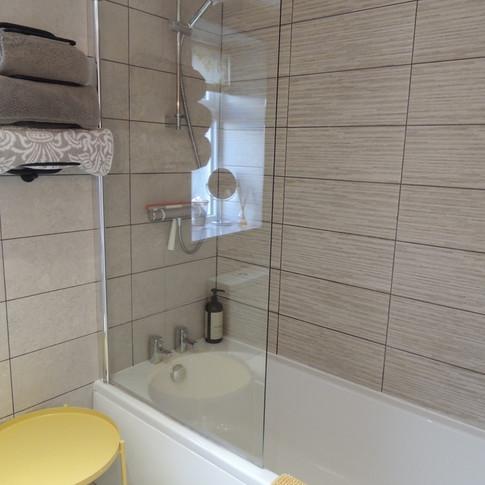 Full length bath and power shower
