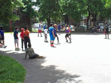 Une première, des filles au basketball dans le Sud-Ouest!