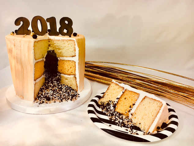 New Years Eve Cake with Confetti Sprinkle Filling HOL-109