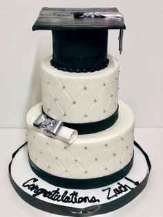 Graduation Cake with Cap, Diploma & Tassle GR-117