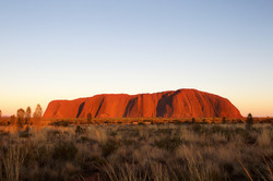 Longitude 131 - Ayers Rock bei Sonnenuntergang