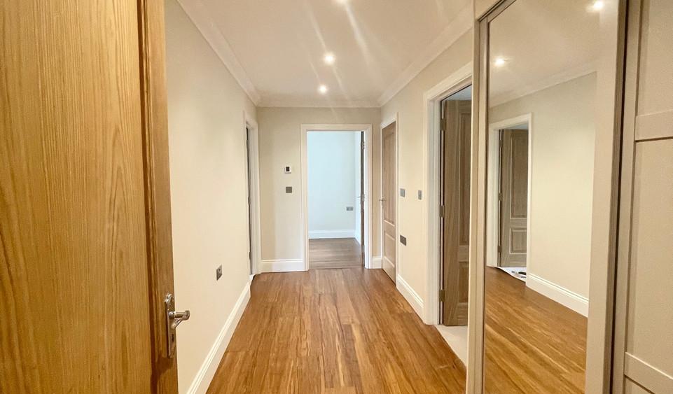 Apartment 6 - Entrance Hallway