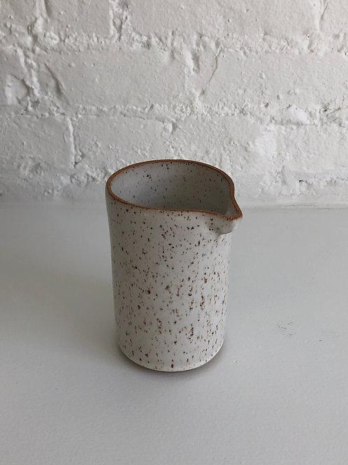 Henspecked Medium Pourer