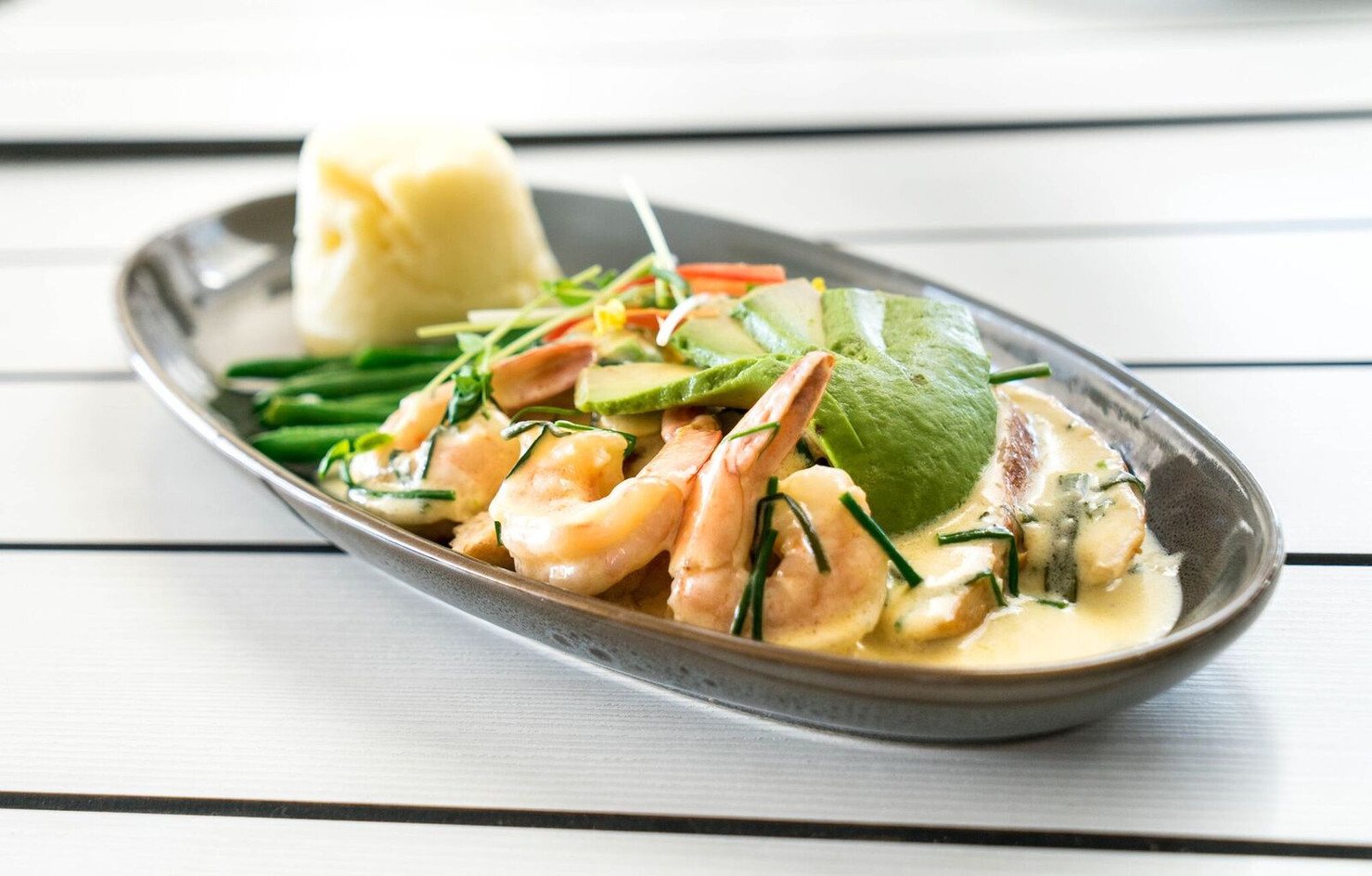 chicken and avocado with prawns 2.jpg