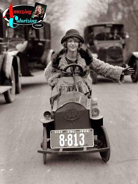 Amazing_Colorizing_Woman_Driving_Mini_Ca