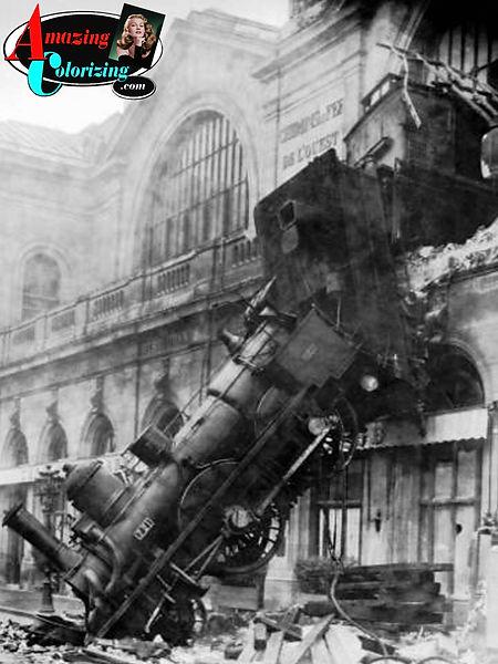 Amazing_Colorizing_Train_Wreck_A_Gare-Mo