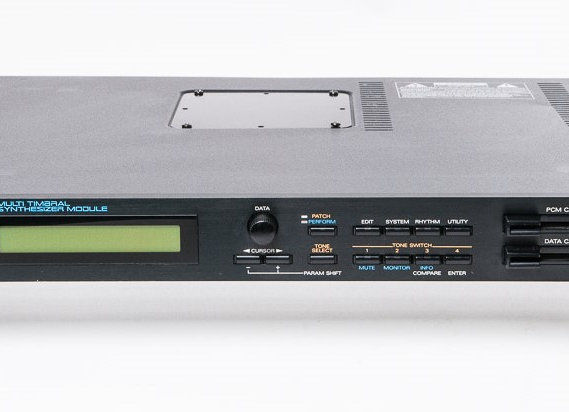 Roland JV-880 Multitimberal Synthesizer