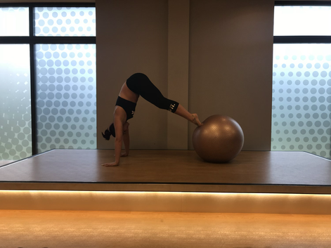 Forget about crunches! Grab a yoga ball instead.