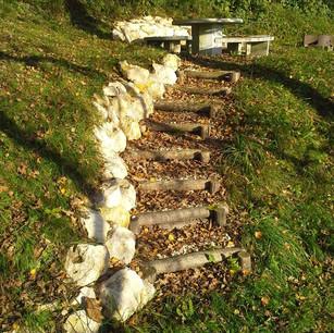 Natursteintreppe und Mauer.jpg