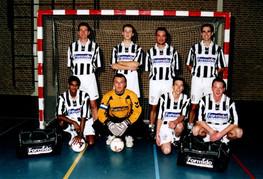 M.S.V.'71 zaalteam seizoen 2002 2003...