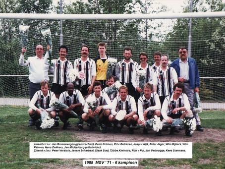 """Het legendarische """"vaders elftal"""" van M.S.V '71"""