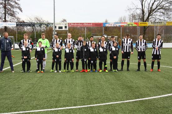 M.S.V.'71-1 seizoen 2017 2018 met jeugdteam..