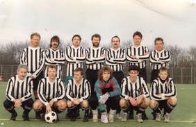 M.S.V.'71 Veteranen met jeugdspelers Mike Warnaar, Bjorn vd Plas en Andre Brouwer