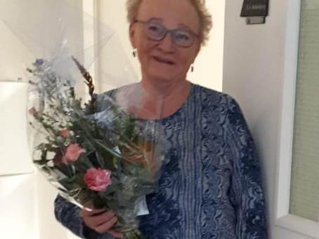 Elly Middelburg in de bloemetjes gezet