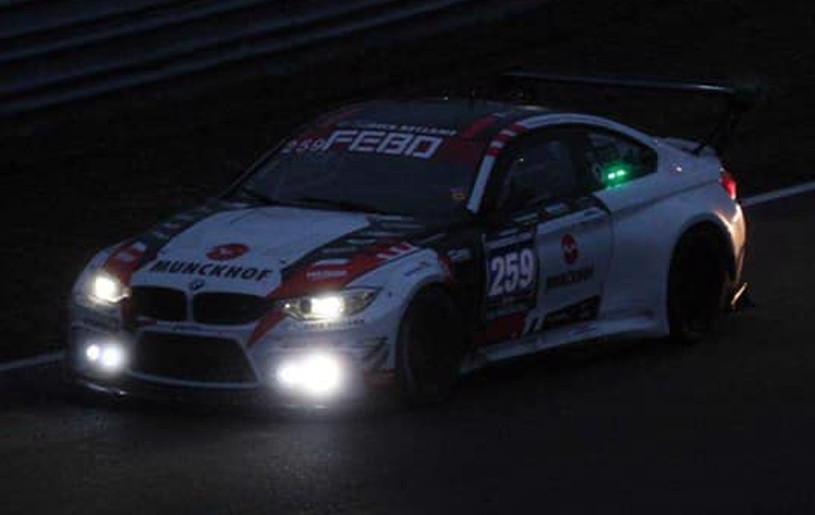 Racen in het donker tijdens de Nieuwjaars Race...