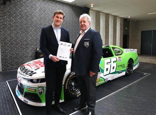 Lasse Sörensen bleibt bei DF1 Racing am Steuer: Der EuroNASCAR-2-Meister will den NWES-Titel