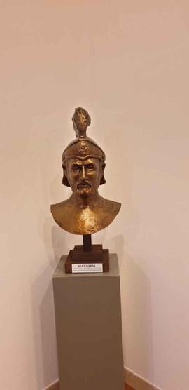 Buste d'Hannibal offert par la ville d'Elne à l'Association